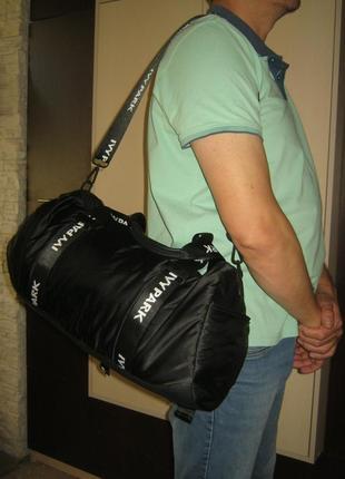 Мужская черная с отражателями сумка дорожная спортивная рабочая легкая не кожаная