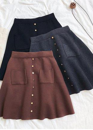 Стильные вязаные юбки трапеция с карманами и кнопками