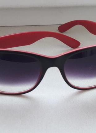 Солнцезащитные очки ray ban красный с черным