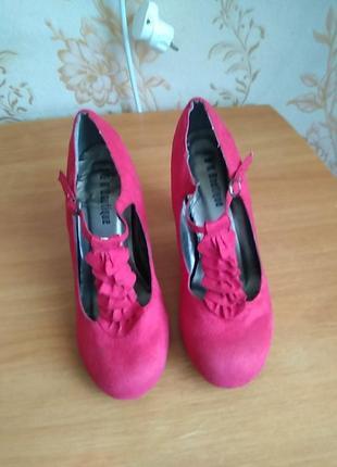 Туфлі  р 38 або 5 по ст 24 см