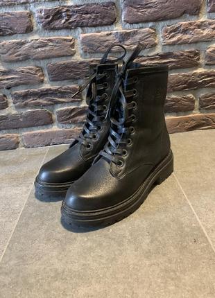 Черевики на шнурівці / ботинки на шнуровке