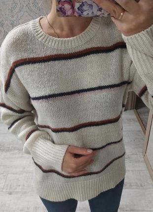 Стильный базовый свитер оверсайз