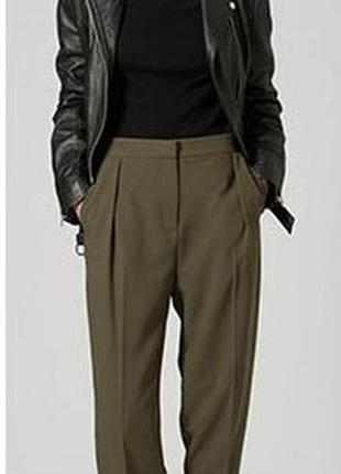 Стильные брюки-хаки