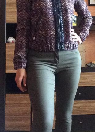 Продам джинсы скинни цвета хаки
