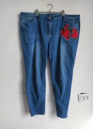 Зауженные голубые джинсы с вышивкой
