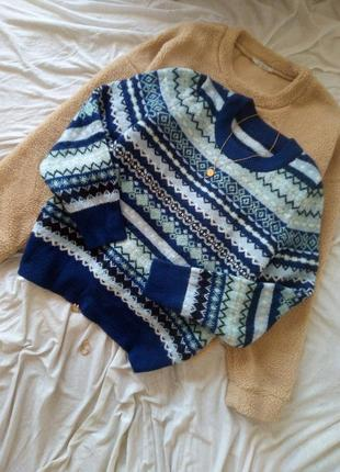 Красивый тёплый свитер с узорами джемпер с орнаментом