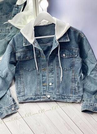 Новая стильная женская джинсовая куртка с капюшоном
