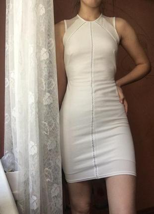 Молочное платье миди в обтяжку