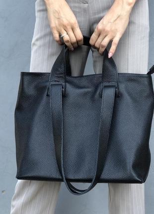 Черная сумка-шопер из натуральной кожи флотар