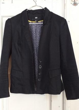 Актуальний чорний піджак