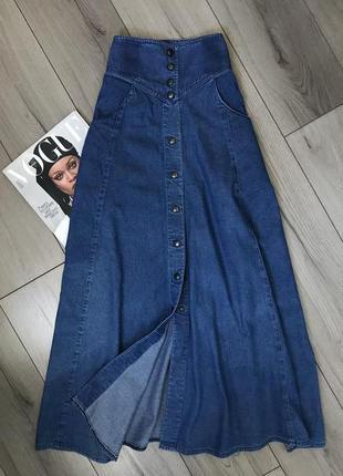 Длинная джинсовая юбка на высокой посадка на кнопках