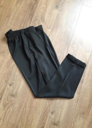 Чорні легенькі завужені брюки із підворотом (dorothyperkins)