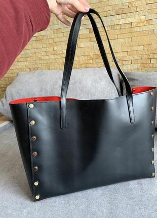 Чёрная кожаная итальянская  сумка в стиле valentino.