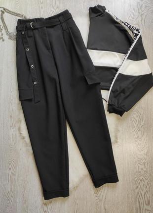 Черные штаны брюки высокая талия собранная с карманами по бокам поясом слоучи мом момы