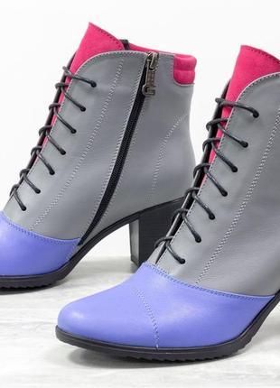 Кожаные яркие женские ботинки на каблуке