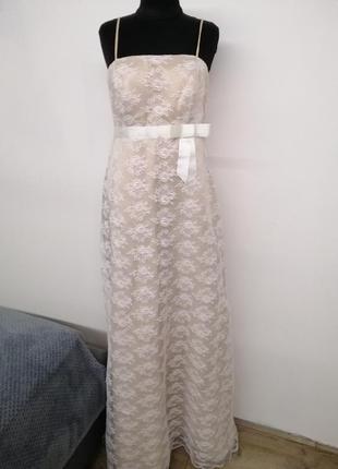 Нежное свадебное платье, сногсшибательный фасон.