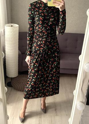 Платье миди в принт вишен со сборками h&m