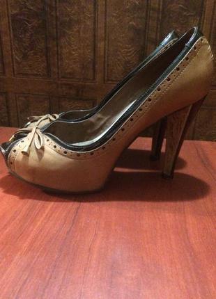 Кожаные открытые туфли