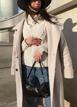 Вязанный молочный свитер
