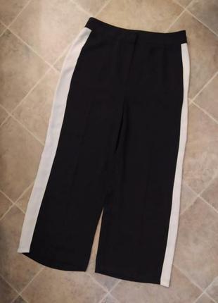 Черные брюки кюлоты с белыми полосками
