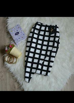 Асиметричная черно белая юбка