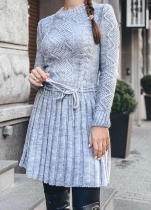 Базовое вязаное платье