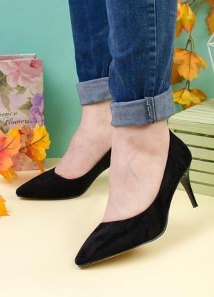 Классические замшевые туфли на шпильке