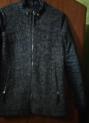 Куртка утепленная,верх натуральная шерсть с кожаными рукавами без дефектов