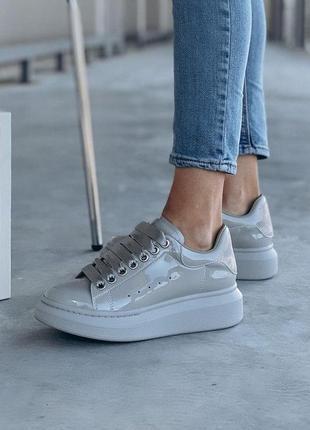 Красивые женские кроссовки alexander mcqueen серый цвет лакированные (36-40)💜