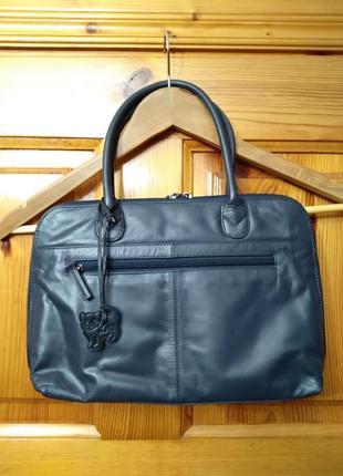 Женская кожаная сумка с брелоком кошка kat soft leather