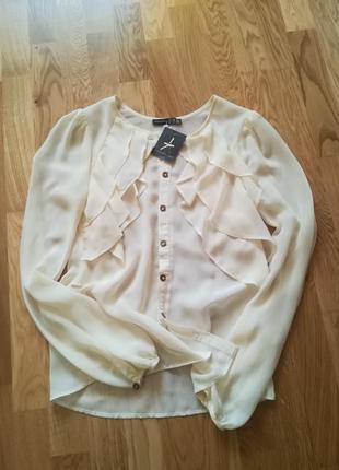 Новая оригинальная блуза с рюшами