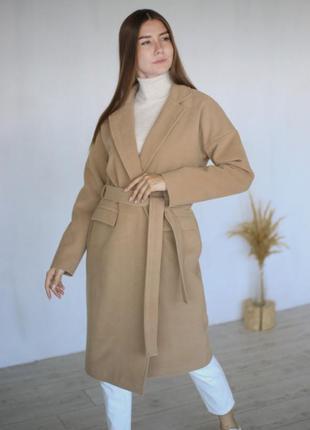 Шерстяное песочное пальто с поясом на запах