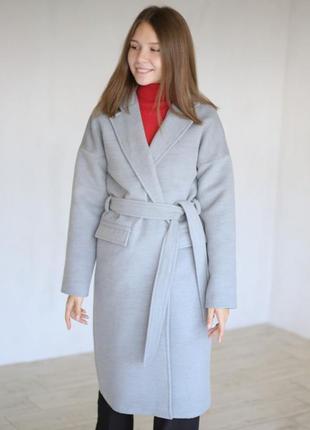 Шерстяное серое пальто с поясом на запах