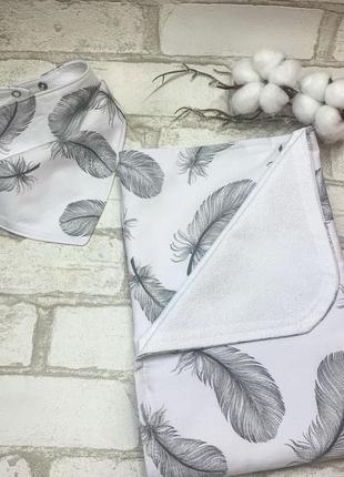 Непромокаемый набор пеленка + слюнявчик «перья»