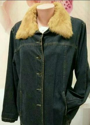 Джинсовая куртка с меховым воротником. жакет женский с натуральным мехом.