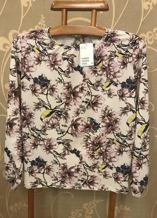 Нереальной красоты брендовая блузка в цветах и птичках.