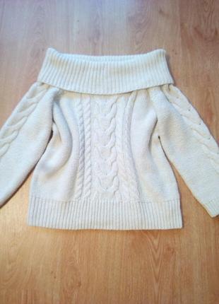 Стильный свитер крупной вязки оверсайз с открытыми плечами.