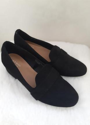 Полузакрытые туфли