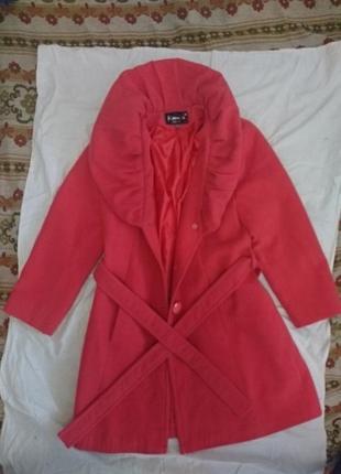 Красивое розовое демисезонное пальто