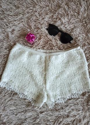 Женские белые кружевные шорты короткие