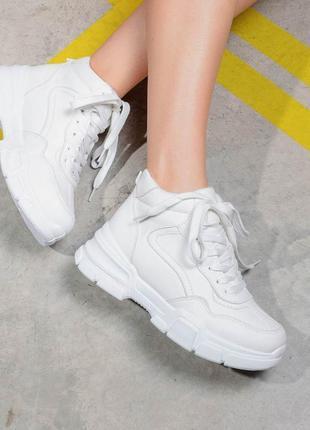 Стильные белые кроссовки (артикул № 321622)