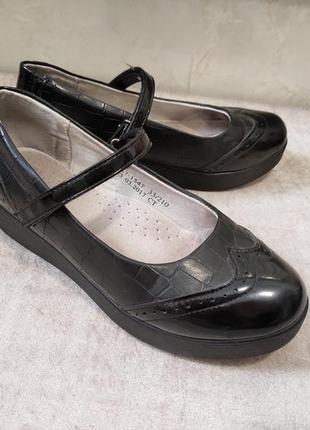 Туфли на танкетке