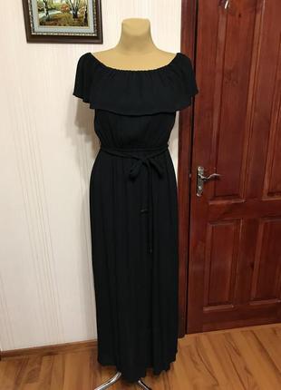 Актуальное платье с разрезами