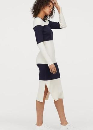 Очень стильное вязаное трикотажное рельефное платье.