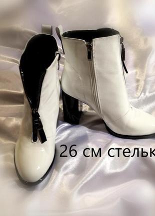 Нарядные ботинки на устойчивом каблуке