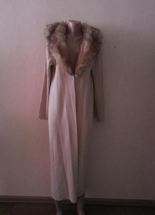 Пальто-накидка.