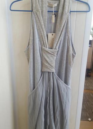 Очень стильное платье серого цвета