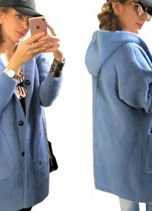 Пальто из натуральной шерсти с капюшоном цвета