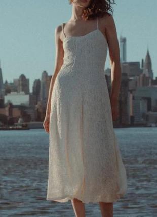Кружевное платье цвета айвори