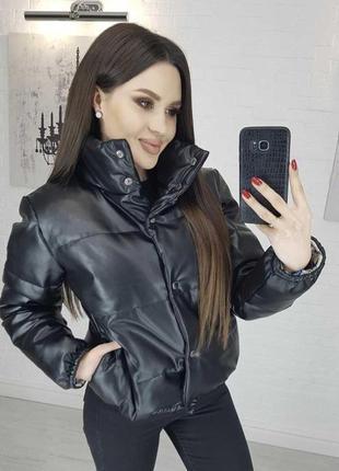 Женская короткая черная куртка осень